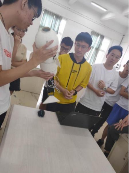 队员展示参赛作品